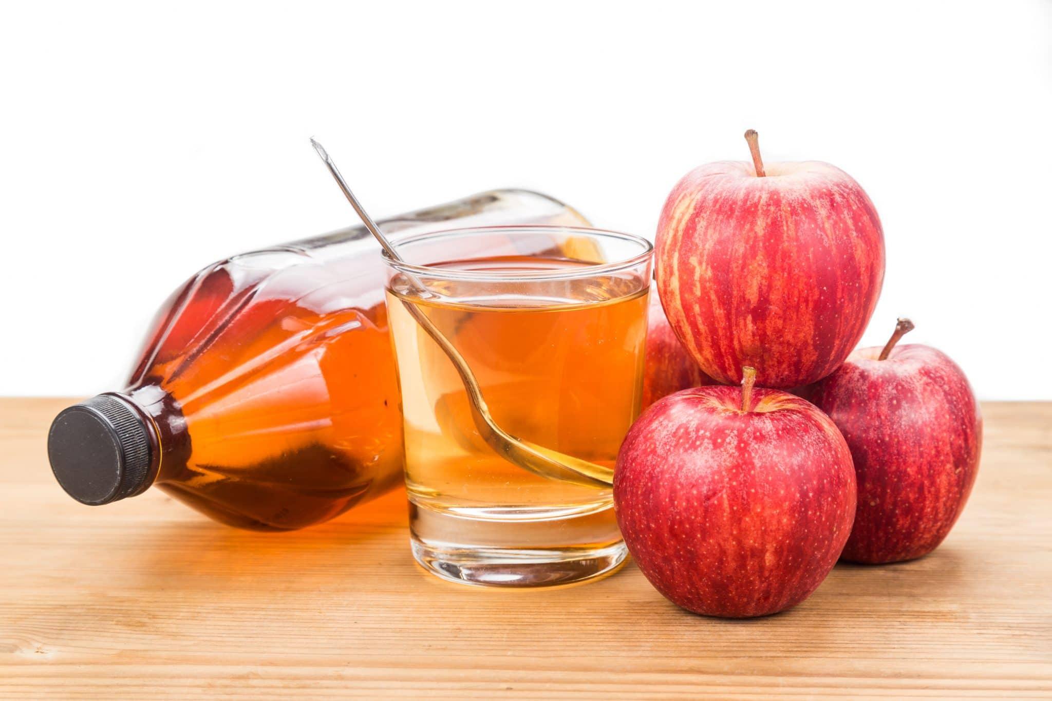 7 Benefits Of Apple Cider Vinegar (Plus your FAQs)
